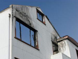 Feuer, Sturm und Leitungswasserschäden können Ihren Betrieb lahm legen. Die Kosten laufen allerdings weiter. Eine Sachinhaltsversicherung mit einem Schutz gegen Betriebsunterbrechung ist ein muss für jeden Firmeninhaber.