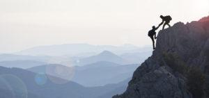 Mit uns an der Seite überwinden Sie jeden Berg, denn wir geben Ihnen die Sicherheit, welche Sie brauchen. Damit halten wir Ihnen den Rücken frei.